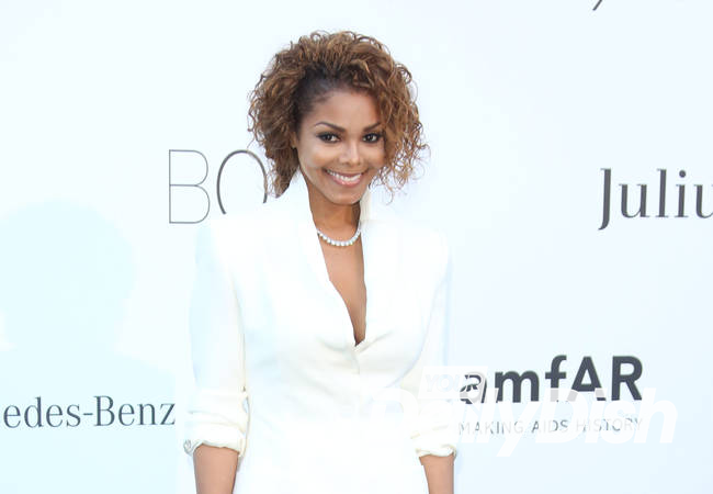 Janet Jackson shuts down tour production to care for ailing father