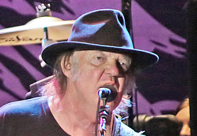 Neil Young fined $10,000 for playing past venue curfew