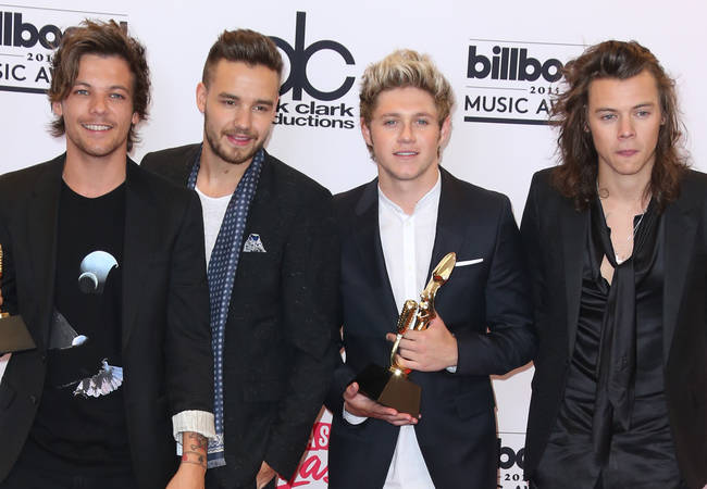 Hillary Clinton tweets support for One Direction