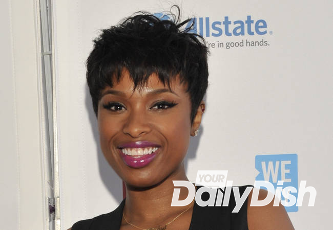 Jennifer Hudson in talks to portray Aretha Franklin in biopic