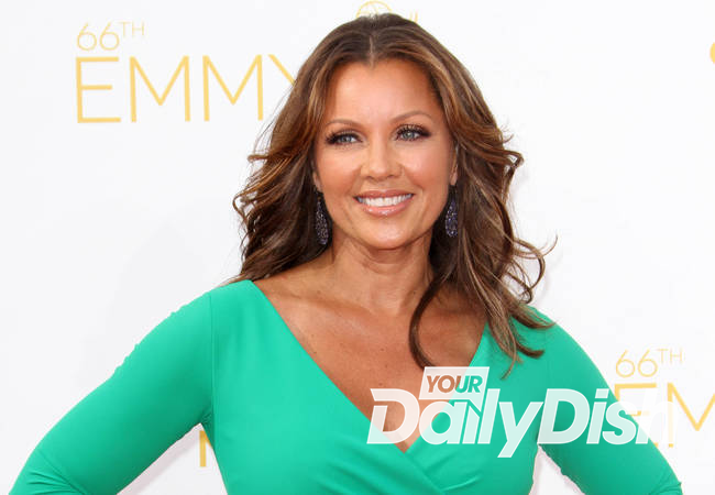 Vanessa Williams returns to Miss America after nude photo scandal