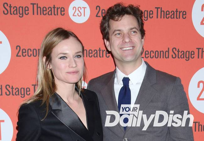 Diane Kruger moves in with Joshua Jackson