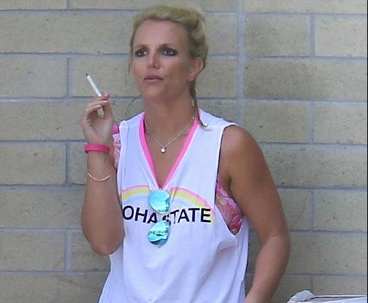 Celebrity Smokers: VIPs who love a fag - celebsnow.co.uk