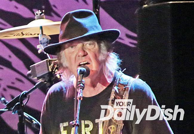 neil young drops out of rock and roll hall of fame induction ceremony. Black Bedroom Furniture Sets. Home Design Ideas